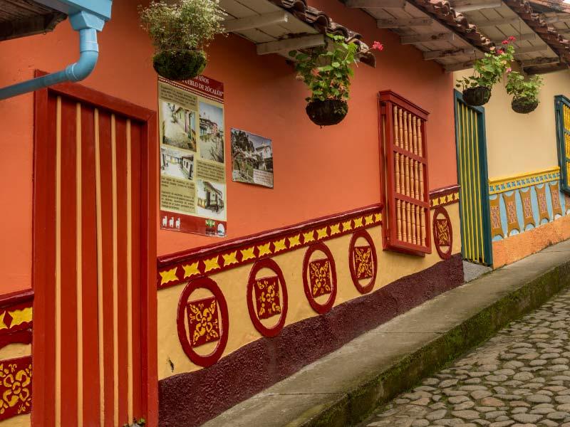Fotografía los Zócalos de Guatapé